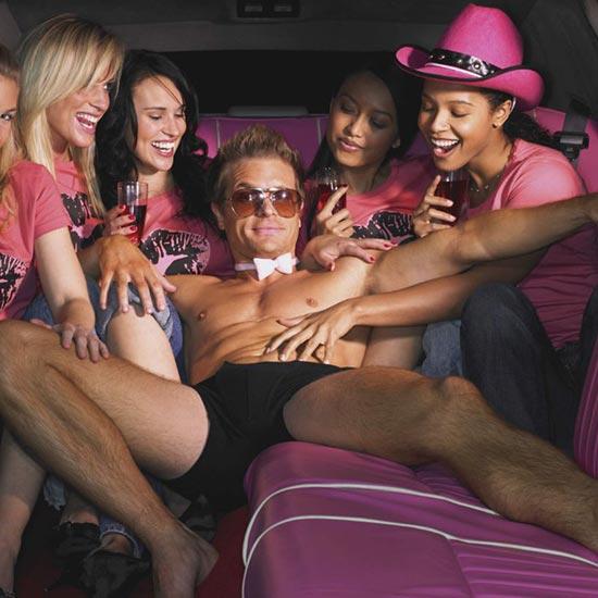 Spogliarello in limousine, la tua festa itinerante con spogliarellista.